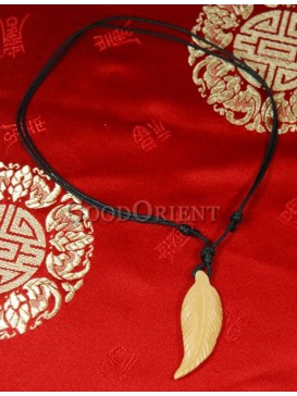 Elegant defoliation necklace
