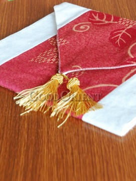Red Elegant Defoliation Table Runner