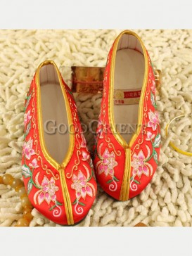 Red Beautiful Oriental Brocade Flower Embroidery Kid shoesss