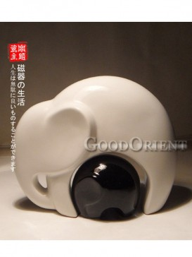 Red mother and White son Elephant Japanese porcelain
