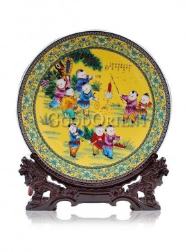 Decorative plate with playing children design