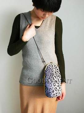 Handbag with leopard prints design
