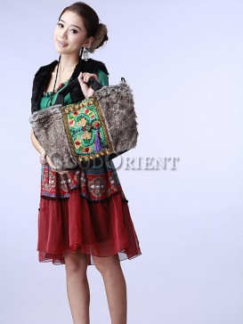Handbag with dragon embroidery and tassel decoration