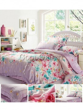 Alluring bedding with flower prints design