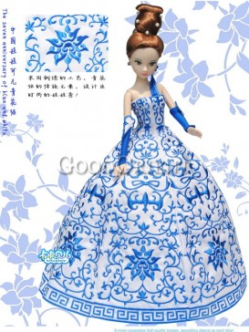 Exceptional China style dolls of blue and white porcelain