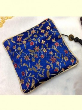 Exquisite embroidery of coin bag