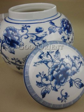 Delicate lotus pattern of tea caddy