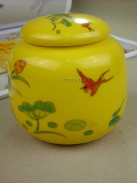 Bird and lotus pattern of tea caddy