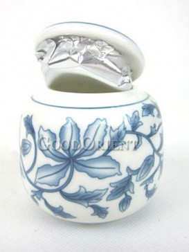 Chinese style of cherry blossom pattern of tea caddy