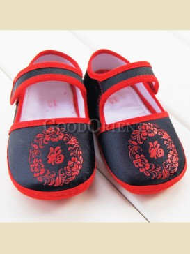 """Embroidery with chinese character""""Fu"""" baby shoes"""