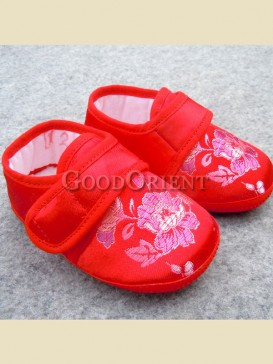 Red with embroidery rose pattern baby shoes