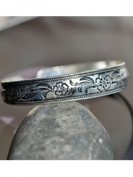 Exquisite carved floral silver bracelet