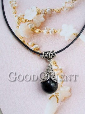 """Charming"""" Encounter""""style necklace"""