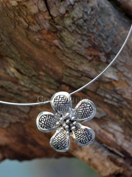 Exquisite floral silver necklace