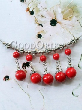 Fashionable red agate necklace