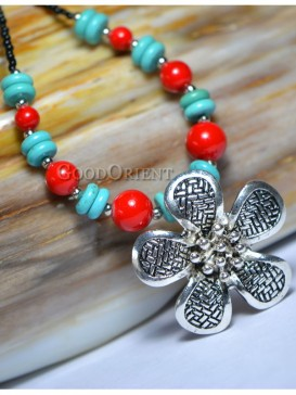 Ethnic floral pattern necklace