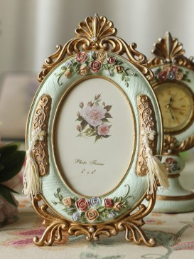 Exquisite hand-painted oval picture frame