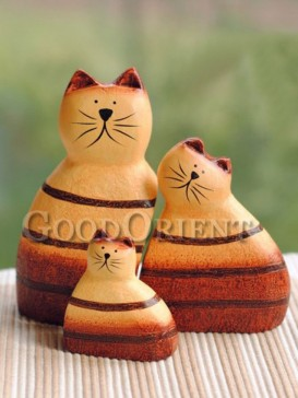 "Cute ""Cat Family"" wooden furnishing articles"