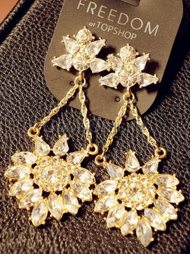 Gorgeous flower gold earrings