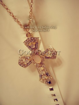 Stunning cross design necklace