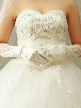 Noble Embroidery Floral Wedding Gloves