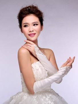 Attractive Embroidery Floral Wedding Gloves
